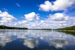 Vue de Beutifull d'un lac Photos stock