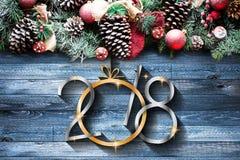Vue de 2018 bonnes années et de Joyeux Noël avec la neige et le rea Photos stock