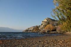 Vue de bord du lac Photographie stock