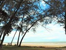Vue de bord de la mer de nature à la baie Miri Sarawak Malaysia de Tanjung Lobang image stock
