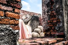 Vue de Bouddha étendu chez Wat Phutthaisawan qui est le temple bouddhiste antique en parc historique d'Ayutthaya, Ayutthaya pro image stock