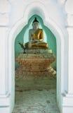 Vue de Bouddha méditant photographie stock