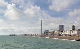 Vue de Brighton avec le ciel bleu image stock