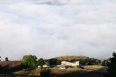 Vue de brume sur la montagne chez Khao Kho, Phetchabun, Thaïlande Images stock