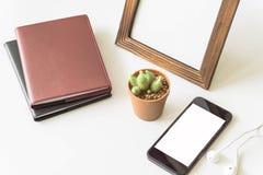 Vue de bureau de bureau avec des smartphones Photographie stock