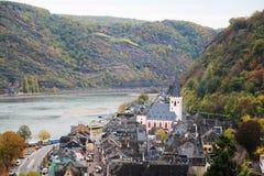 Vue de Burg Rheinfels à la ville de Sankt Goar dans le Rhein River Valley images stock