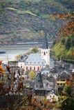 Vue de Burg Rheinfels ? la ville de Sankt Goar dans le Rhein River Valley image stock