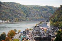 Vue de Burg Rheinfels ? la ville de Sankt Goar dans le Rhein River Valley images stock