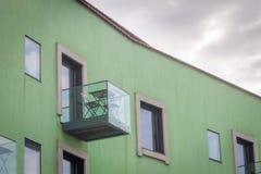 Vue de côté de balcon en verre images libres de droits