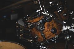 Vue de côté d'un kit de tambour photos libres de droits