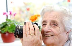 Vue de côté d'une photographe de femme Image libre de droits