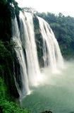 Vue de côté de cascade à écriture ligne par ligne de Huangguoshu Photographie stock