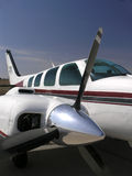 Vue de côté de moteur et de support d'avions Photographie stock libre de droits
