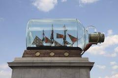 Vue de côté du quatrième plinth au grand dos de Trafalgar Image libre de droits