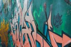 Vue de côté de graffiti de Mordern de perspective urbaine de mur image stock