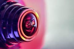Vue de côté de l'appareil-photo avec le contre-jour rouge-pourpre P horizontal photo libre de droits