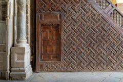 Vue de côté de la plate-forme de Minbar de la mosquée de Sultan Qalawun, le Caire, Egypte Image stock