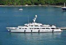 Vue de côté de luxe de St Thomas USVI de yacht photo stock
