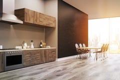 Vue de côté d'une cuisine intérieure, mur noir, modifié la tonalité Photo libre de droits