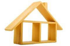Maison en bois d'isolement avec un plancher et un toit Images stock