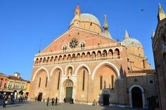 Vue de côté de basilique de St Anthony de Padoue, Italie image stock