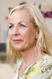 Vue de côté de femme blonde Photo libre de droits