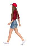 Vue de côté de marche de jeune femme Image libre de droits