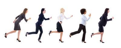 Vue de côté des femmes courantes d'affaires d'isolement sur le blanc photographie stock libre de droits