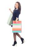 Vue de côté des sacs à provisions de fixation de femme Photographie stock libre de droits