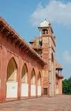 Vue de côté du tombeau d'Akbar Photo stock