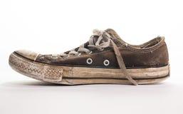 Vue de côté sale de chaussure de tennis Photographie stock libre de droits