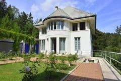 Vue de côté de blanche de Maison par Le Corbusier, La Chaux-de-Fonds Photographie stock libre de droits