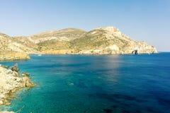 Vue de côte d'Agali, île de Folegandros Photos stock
