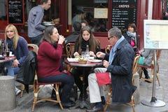 Vue de café typique de Paris le 1er mai 2013 dans Pari Images libres de droits