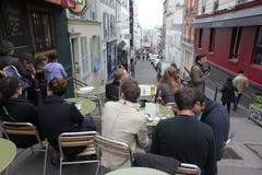 Vue de café typique de Paris le 1er mai 2013 dans Pari Photos libres de droits