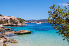 Vue de Cala Fornells dans Majorca photographie stock