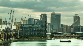 Vue de Canary Wharf de Victoria Bridge royale banque de vidéos