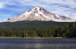 Vue de capot de Mt du lac photographie stock
