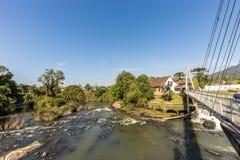 Vue de cascade de ville de Timbo, Santa Catarina Images libres de droits
