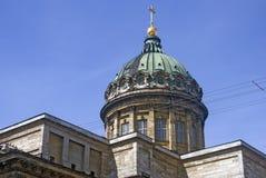 Vue de cathédrale d'icône de Kazan dans la ville de St Petersburg, Russie Photographie stock libre de droits