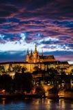 Vue de cathédrale de rue Vitus à Prague Photos libres de droits