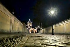 Vue de cathédrale de trinité d'Alexander Nevsky Lavra pendant la nuit Photographie stock