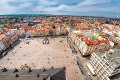 Vue de cathédrale du ` s de St Bartholomew au-dessus de place de République Pilse Photo libre de droits