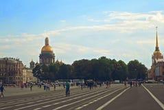 Vue de cathédrale et d'Amirauté d'Isaakievskiy Photos libres de droits