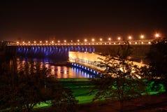 vue de centrale de nuit d'hydro-électricité photos stock