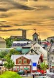 Vue de centre de la ville de Reykjavik le soir photos libres de droits