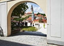 Vue de Cesky Krumlov par la porte Photo stock