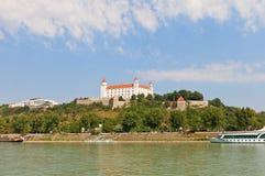Vue de château de Bratislava du Danube à Bratislava Photo libre de droits