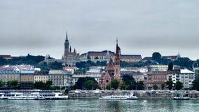 Vue de château de Buda à travers Danube Photographie stock libre de droits