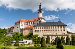 Vue de château de Weesenstein du jardin Photographie stock